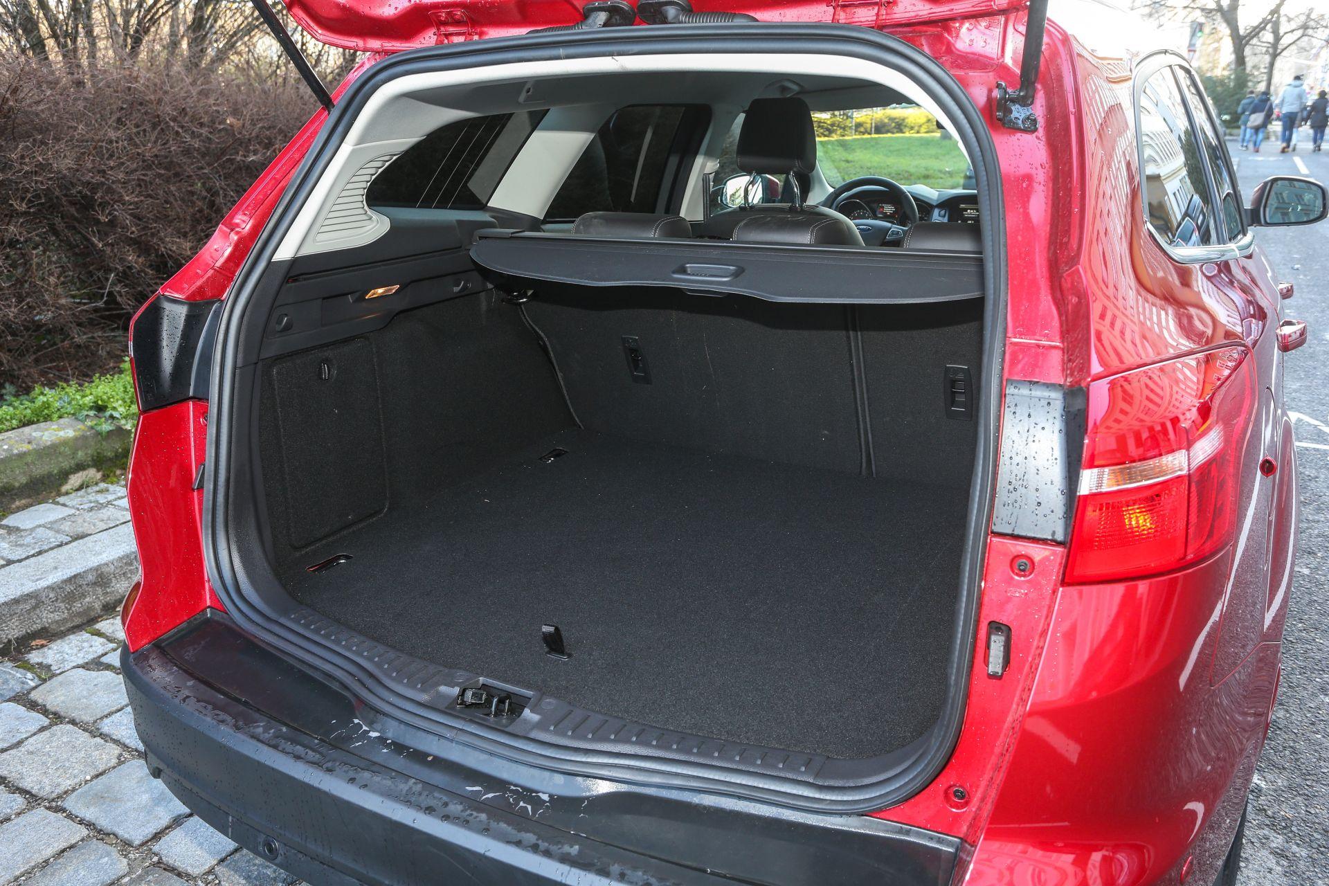 ford focus traveller 1 5 ecoboost titanium alles auto. Black Bedroom Furniture Sets. Home Design Ideas