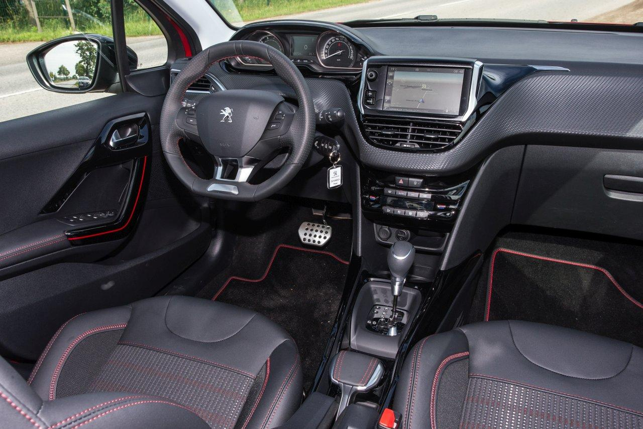 test peugeot 2008 gt line 1 2 puretech 110 s s aut alles auto. Black Bedroom Furniture Sets. Home Design Ideas