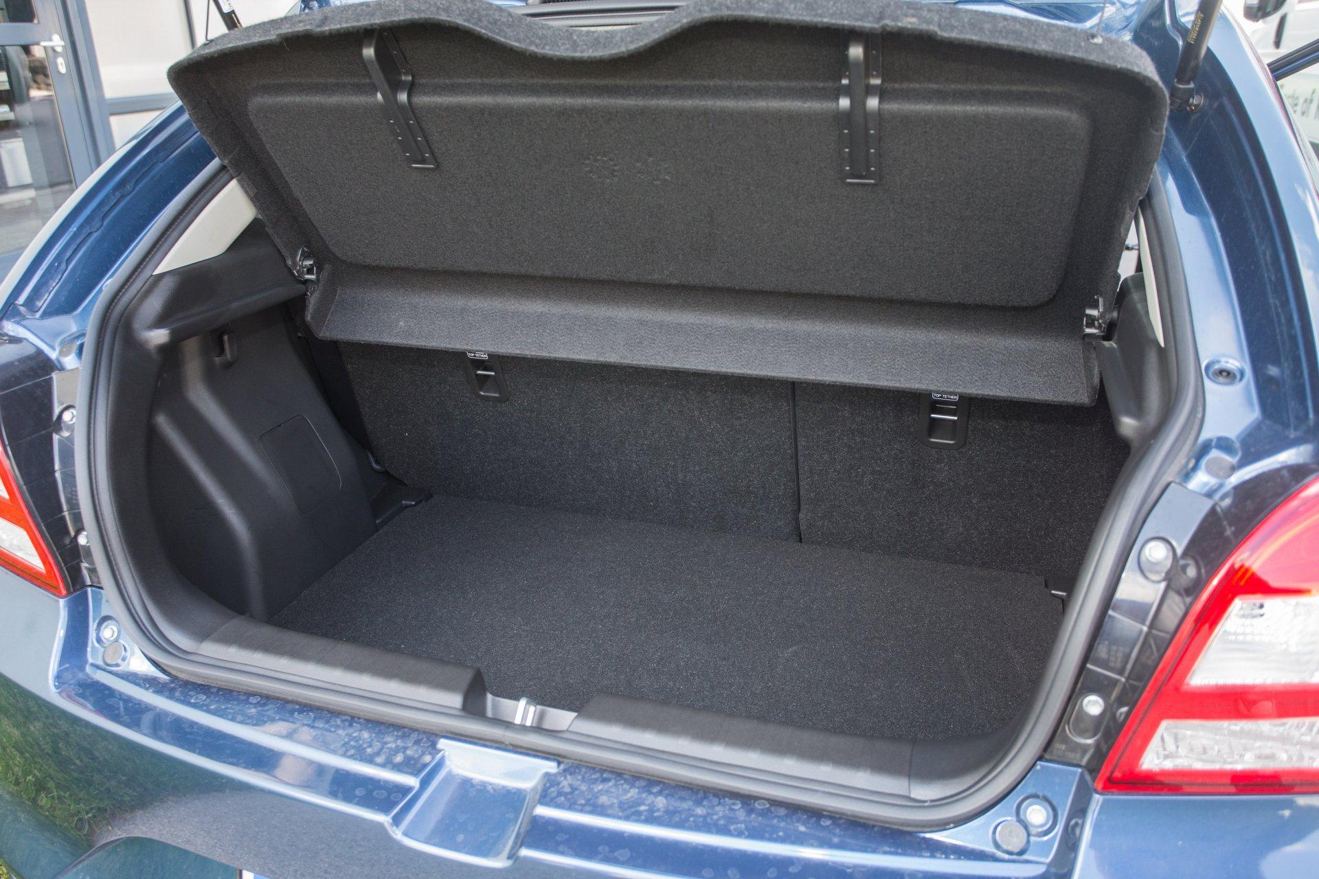 test suzuki baleno 1 2 dj flash alles auto. Black Bedroom Furniture Sets. Home Design Ideas