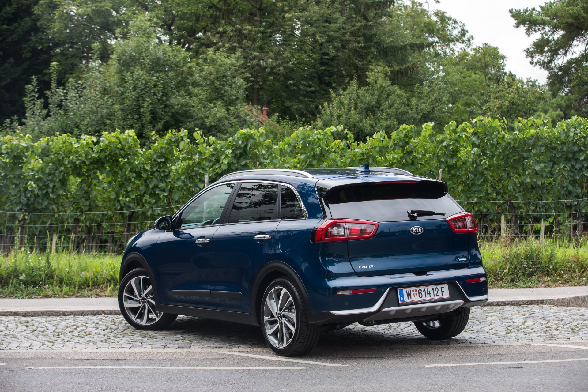 test kia niro 1 6 gdi hybrid platin alles auto. Black Bedroom Furniture Sets. Home Design Ideas