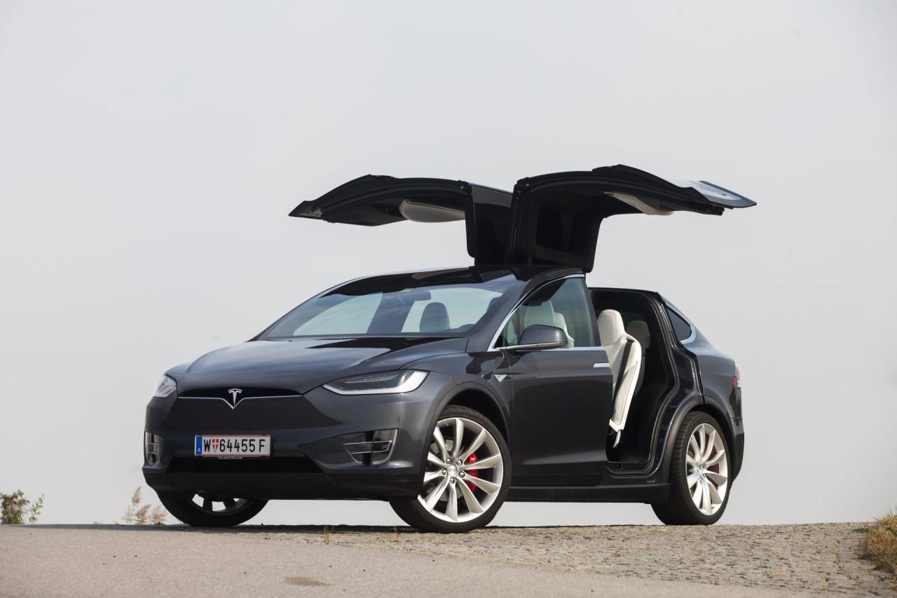 Die hinteren Flügeltüren des Model X sind natürlich eine große Show. Sie erleichtern aber auch den Zugang in die dritte Reihe, verlangen jedoch vom Benutzer ein paar Zugeständnisse.