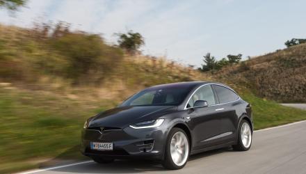 ... und der noch schnellere Tesla Model X.