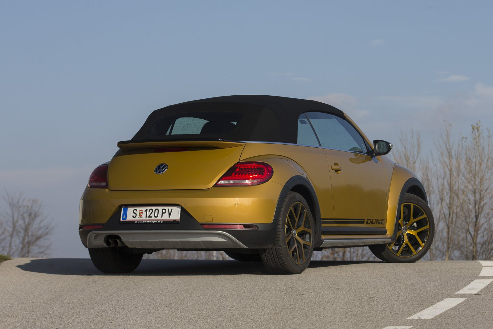 test vw the beetle cabriolet dune bmt tsi alles auto. Black Bedroom Furniture Sets. Home Design Ideas