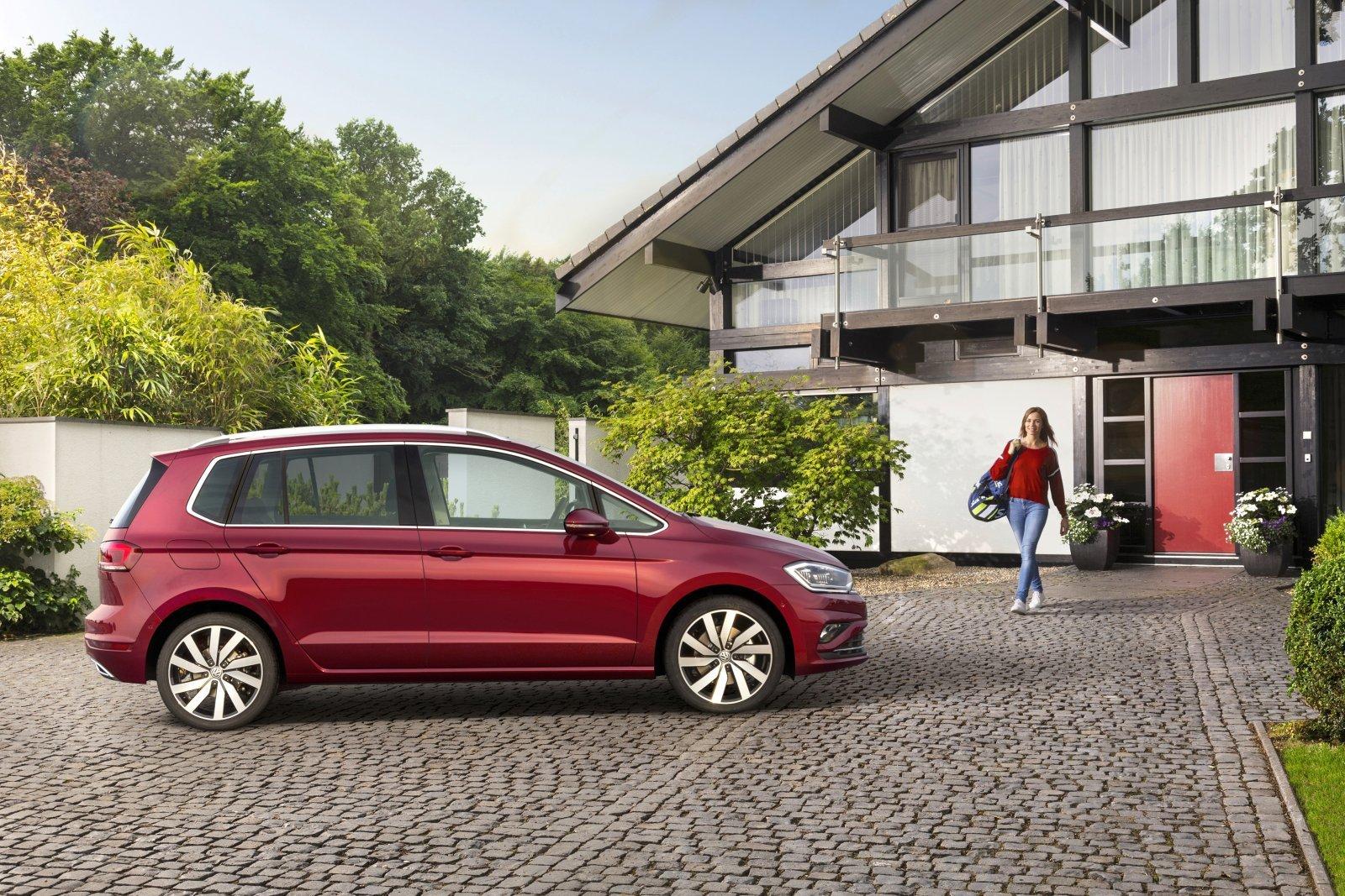 golf sportsvan facelift vorgestellt alles auto. Black Bedroom Furniture Sets. Home Design Ideas