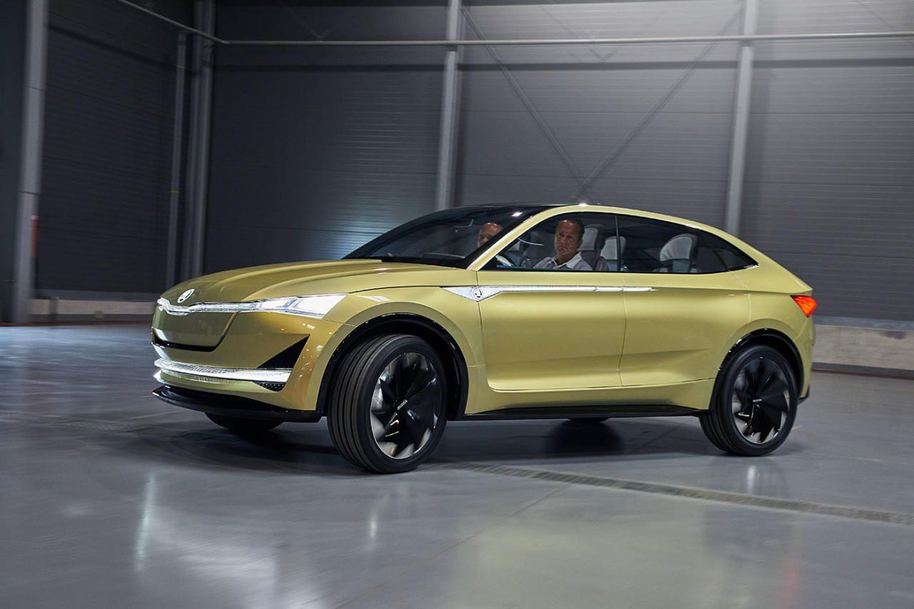 Dem Markttrend folgend ist der Vision E als SUV-Coupé ausgelegt. Er baut auf VWs Elektroauto-Plattform auf und gibt derzeit mit Leuchtbändern aus böhmischem Kristall noch ein wenig an, nur  bei Technik und Leistung macht er schon jetzt keine Kompro- misse. Markstart des Serienmodells: 2020, voraussichtlich  in drei Reichweite-Varianten.