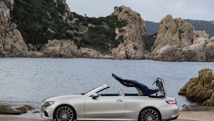 ... trennen das ebenso stilsicher gezeichnete Cabriolet mit  jeweils gleicher Motorisierung ...