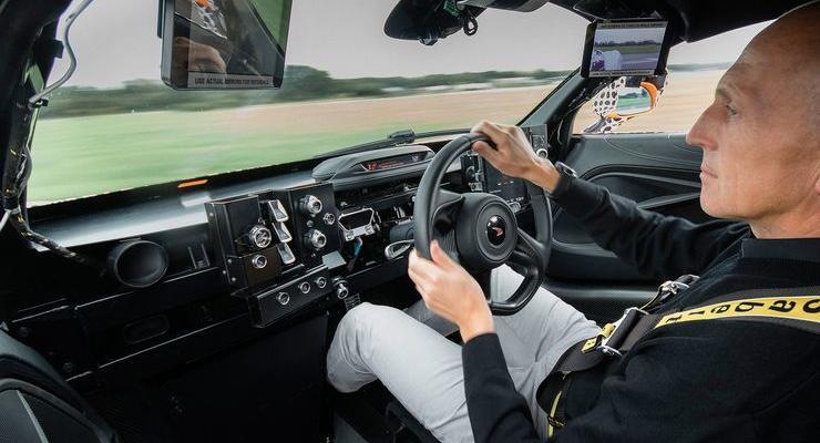 McLaren-BP23-Centre-Seat-Development-Mule-fotoshowBig-31cd3020-1121931
