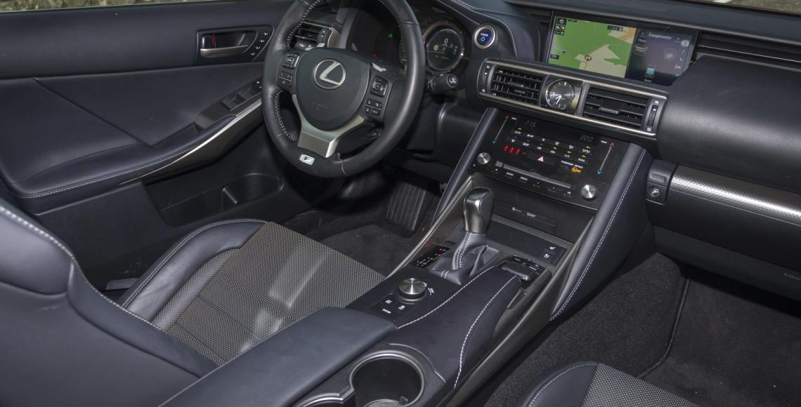 test lexus is 300h f sport alles auto. Black Bedroom Furniture Sets. Home Design Ideas
