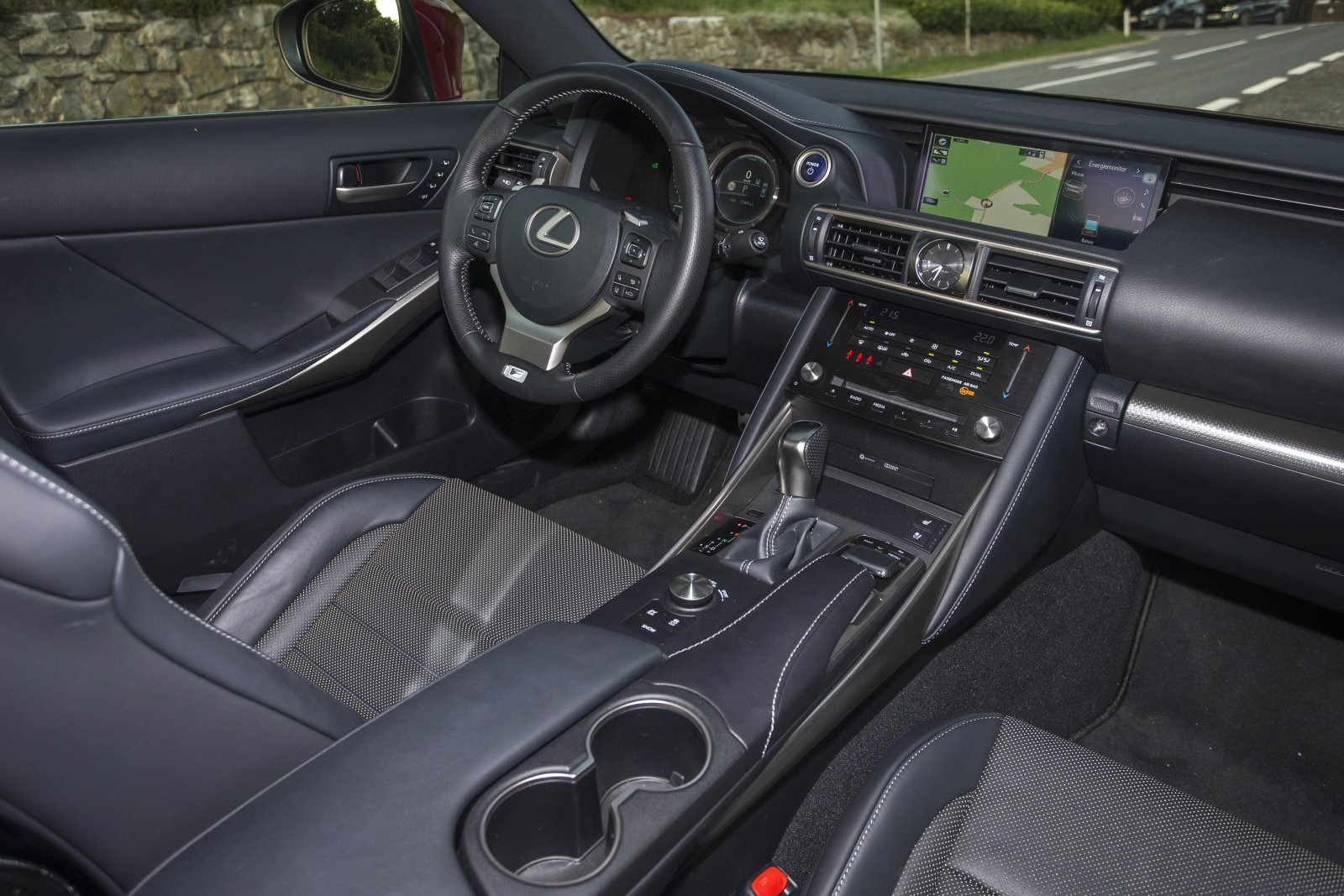 test lexus is 300h f sport alles auto. Black Bedroom Furniture Sets. Home Design Ideas