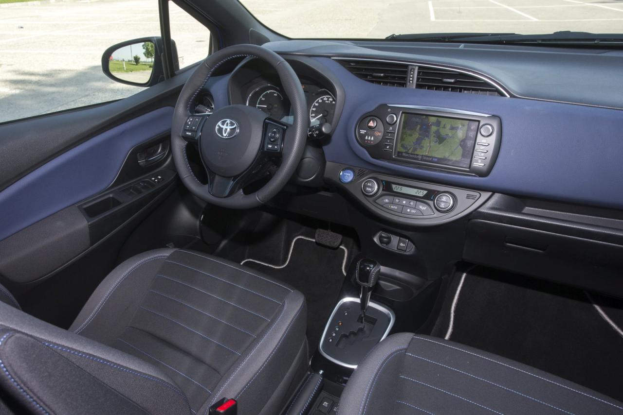 Test toyota yaris 1 5 vvt i hybrid style alles auto for Interieur yaris hybride