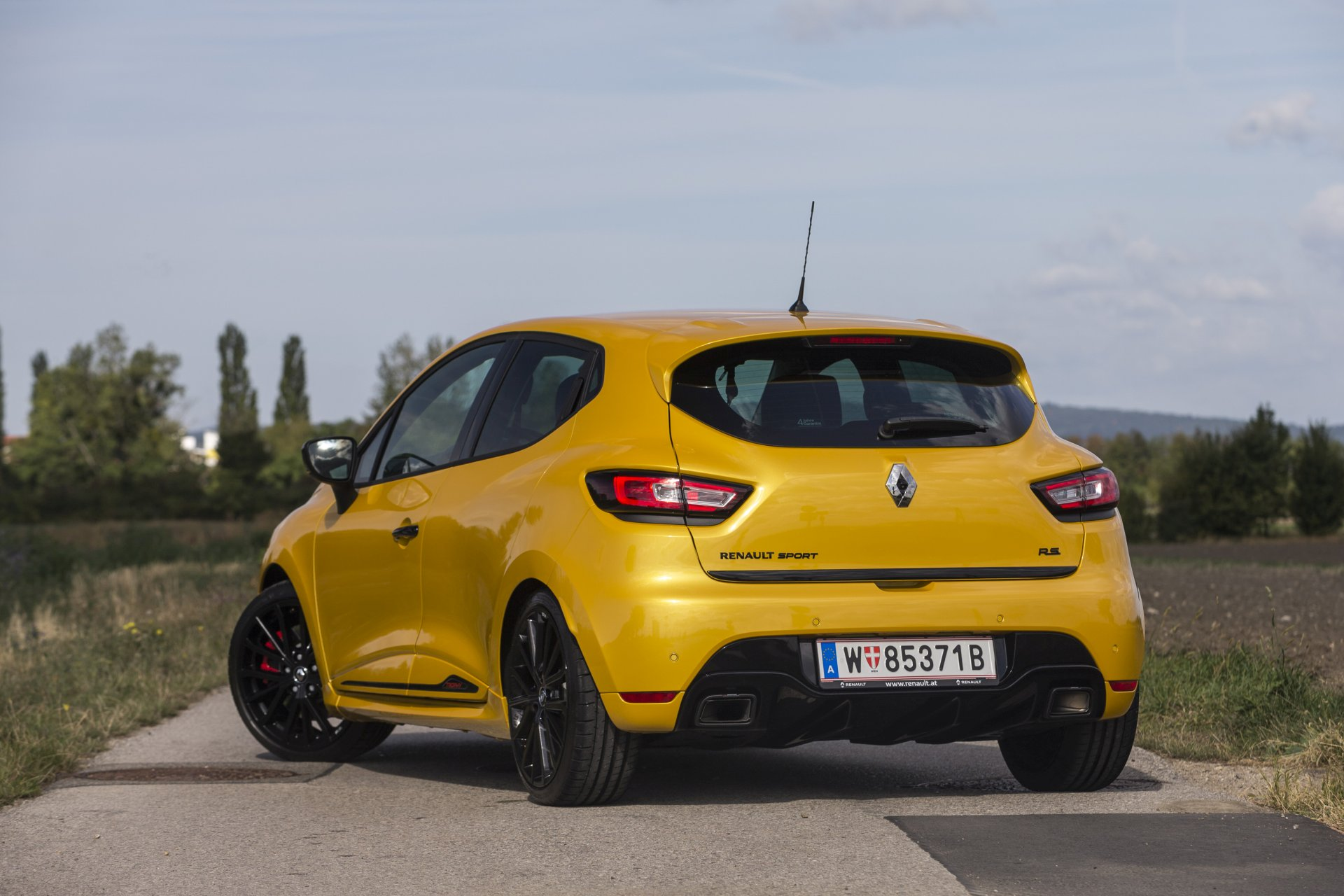 test renault clio r s 220 trophy alles auto. Black Bedroom Furniture Sets. Home Design Ideas