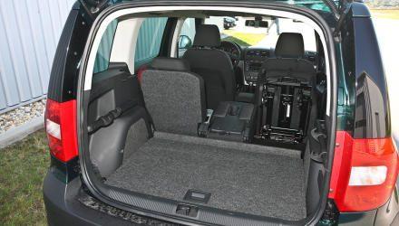 Das steile Heck macht den Yeti sehr übersichtlich und den Kofferraum äußerst gut nutzbar. Bis zu 1580 Liter fasst das Gepäckabteil, kein schlechter Wert für ein 4,22 Meter kurzes Auto.
