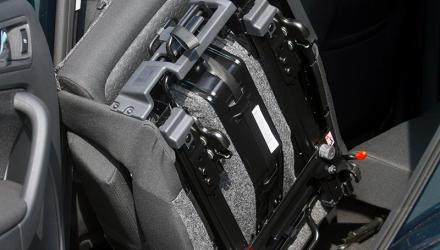 Varioflex bedeutet: Die Sitze lassen sich nicht nur verschieben und in zahlreichen Positionen arretieren, sondern bei Bedarf auch komplett ausbauen.