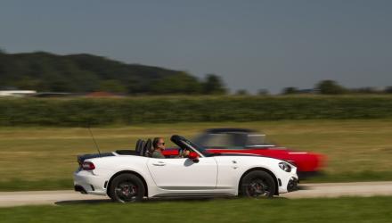 Nach oben offener Sport-Spaß: Der Abarth 124 von heute wird als Cabrio ausgeliefert, ein Hardtop findet sich nur im Zubehör-Katalog.