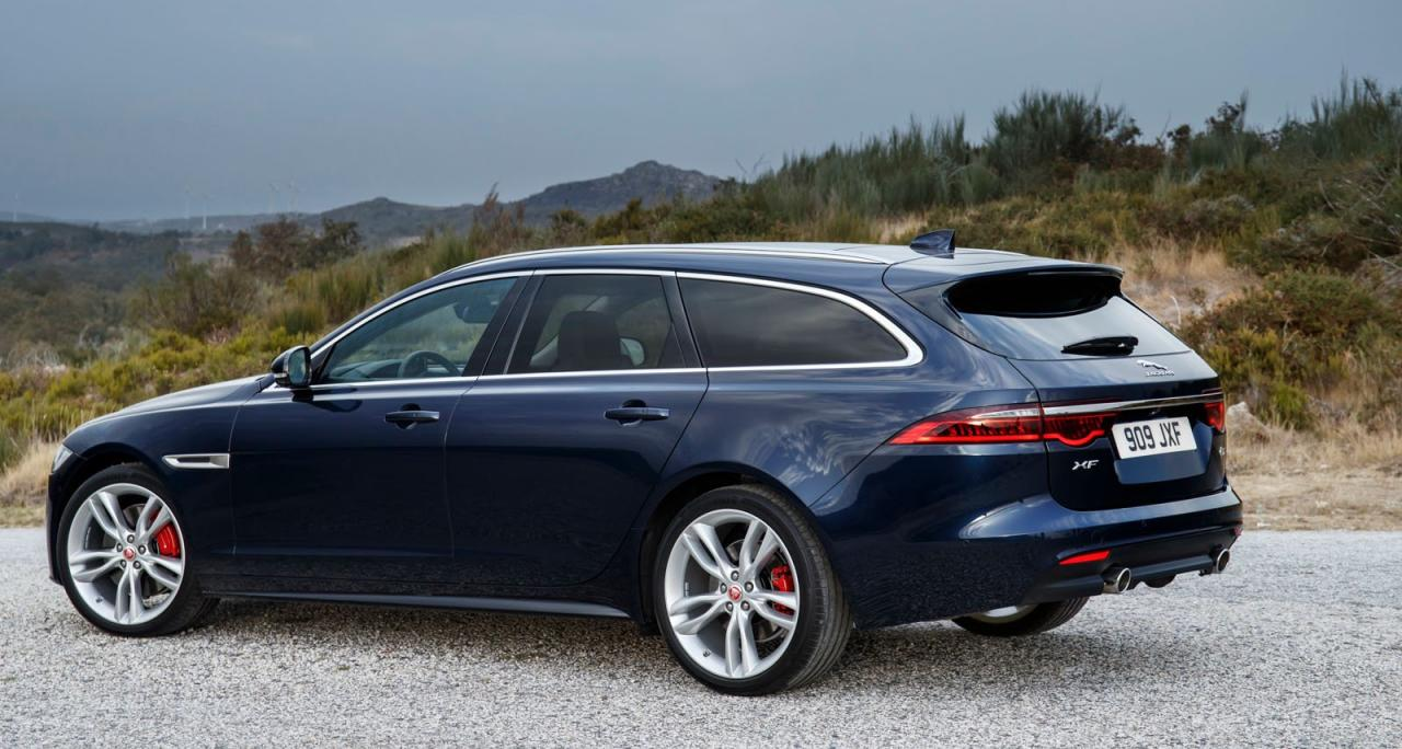 Elegante, unklobige Heckpartie ohne Längen-Zuwachs gegenüber der Limousine, dazu eine schlanke, pro- portionierte Flanke mit drei Scheiben ohne Streben oder Dreiecksfenster.