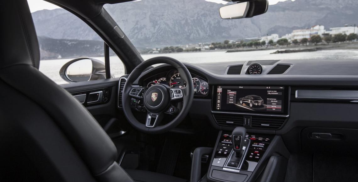 60_Porsche Cayenne