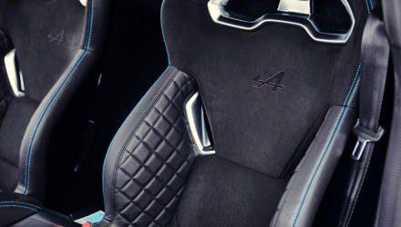 Ein Sabelt-Sattel wiegt nur 13,1 Kilo, die starre  Lehne steht nicht zu steil. Alternativ dazu gibt  es komfortablere Sitze mit verstellbaren Lehnen.