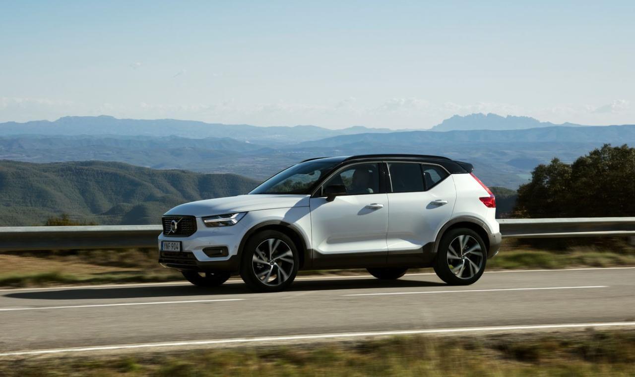 Der XC40 transferiert Volvos aktuelle Design-Sprache ins umkämpfte Kompakt-SUV-Segment, wo er die zumeist deutsche Premium-Konkurrenz aufs Korn nehmen soll.