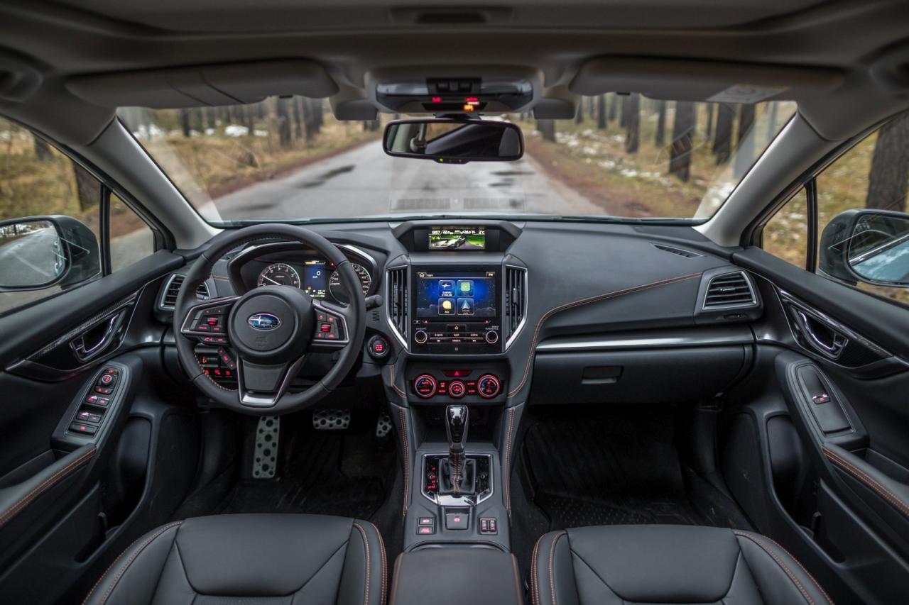 Das EyeSight genannte Sicherheitspaket – also die beiden Kameras beim Rückspiegel – samt adapti- vem Tempomat, aktivem Spurhalte-Assistent, Notbremssystem etc. ist bei allen Modellen Serie.