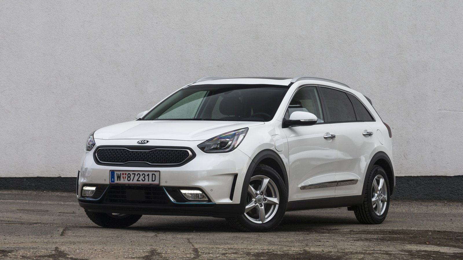 test kia niro 1 6 gdi plug in hybrid platin alles auto. Black Bedroom Furniture Sets. Home Design Ideas