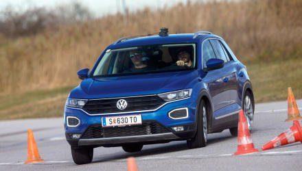 Beim provozierten Lastwechsel erweist sich der VW T-Roc als sicherer Untersteuerer. Zum leichten Heck-Schwenk bringt man ihn nur mit voller Beladung und hoher Geschwindigkeit.