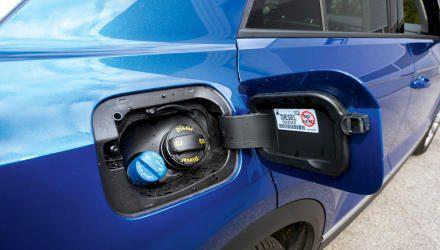 Sinnvoll: AdBlue nachfüllen über Füllstutzen gleich neben dem Tankdeckel.