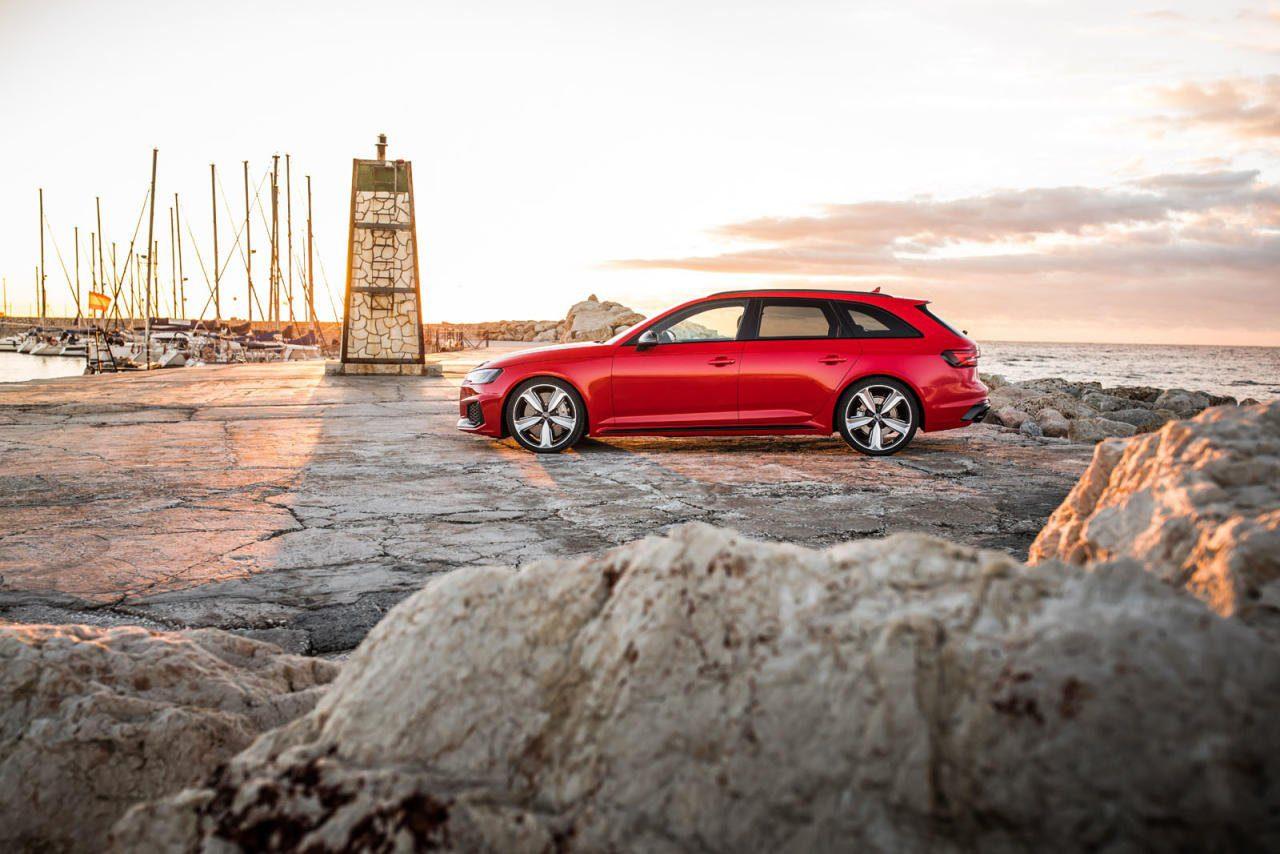 Wird die Fahrdynamikreglung auf Komfort gestellt, fährt sich der RS4 kein bisschen anders als ein konventioneller A4 Avant: ruhig, berechenbar und komfortabel.