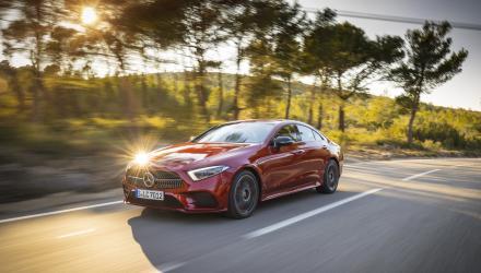 Mercedes-Benz CLS 450 4MATIC, designo hyazinthrot metallic; designo Leder Nappa schwarz/titangrau pearl; Kraftstoffverbrauch kombiniert: 7,8 l/100 km; CO2-Emissionen kombiniert: 178 g/km  // Mercedes-Benz CLS 450 4MATIC, designo hyacinth red metallic; designo nappa leather black/titanium grey pearl; Fuel consumption combined: 7,8 l/100 km; CO2 emissions combined: 178 g/km