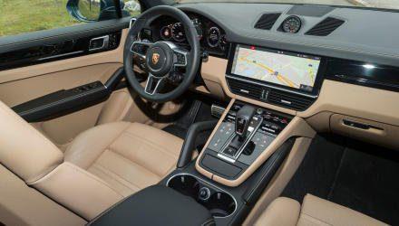 Bei Ergonomie und Übersichtlichkeit ist das Cayenne-Cockpit nicht zu schlagen, auch Materialanmutung und Verarbeitungsqualität sind eine Klasse für sich.