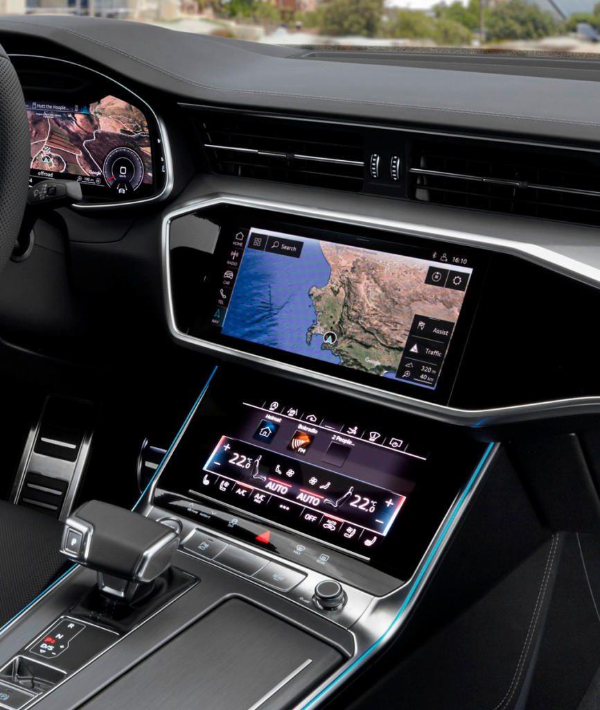 Imposant im Look, gewöhnungsbedürftig in der Bedienung: die A7-Mittelkonsole mit zwei touchsensitiven Bildschirmen.