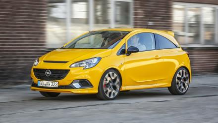 In search of the next corner: The dynamic sports chassis adopted from the OPC version makes the new Opel Corsa GSi ideal for tackling winding roads.