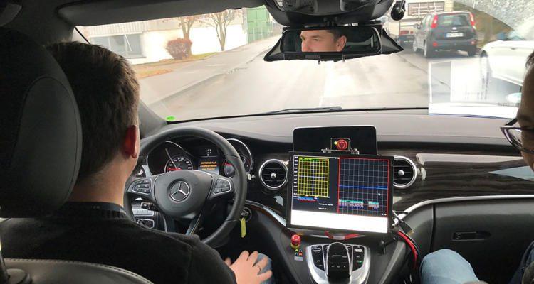 """Nächster Meilenstein auf dem Weg zum autonomen Fahren - Mercedes-Benz erhält Genehmigung vom Regierungspräsidium für autonom fahrende Fahrzeuge der neuesten Generation    """"One more Christmas present"""": Mercedes-Benz receives approval from regional council for the next generation of autonomous vehicles"""