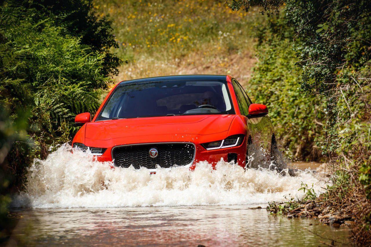 Der Jaguar I-Pace ist der bisher überzeugendste Komplett-Beitrag zum Thema E-Auto: keine Kompromisse, kein Verzicht, hohe Leistung und Reichweite, extreme Fahrfreude und Vielseitigkeit, hohe Qualität.