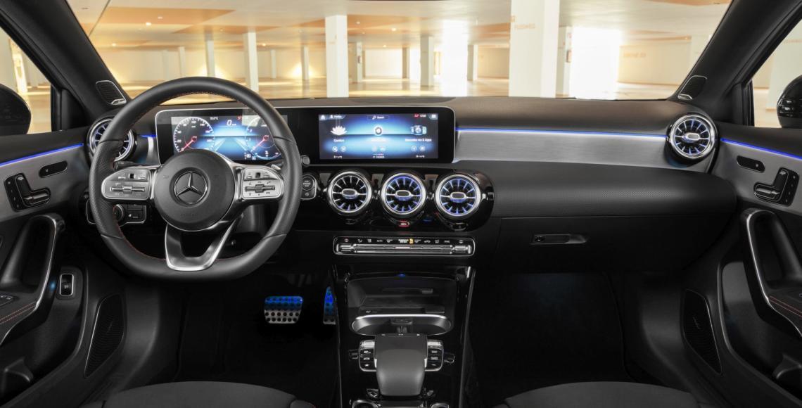 Die neue Mercedes-Benz A-Klasse Limousine Interieur schwarz