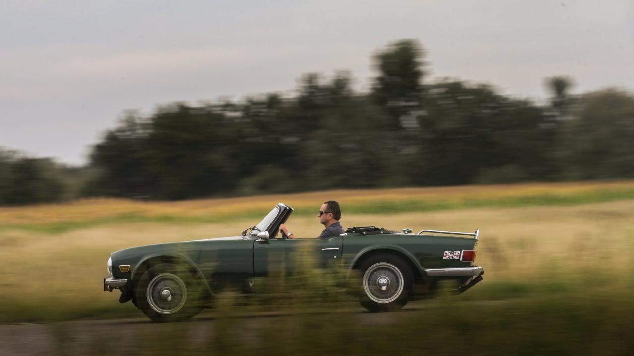 Raus aus dem Alltag, rein in den offenen TR6. Der Triumph Roadster ist ein Erholungsgerät aus der Zeit, als Wellness noch Kur hieß und tatsächlich geholfen hat.