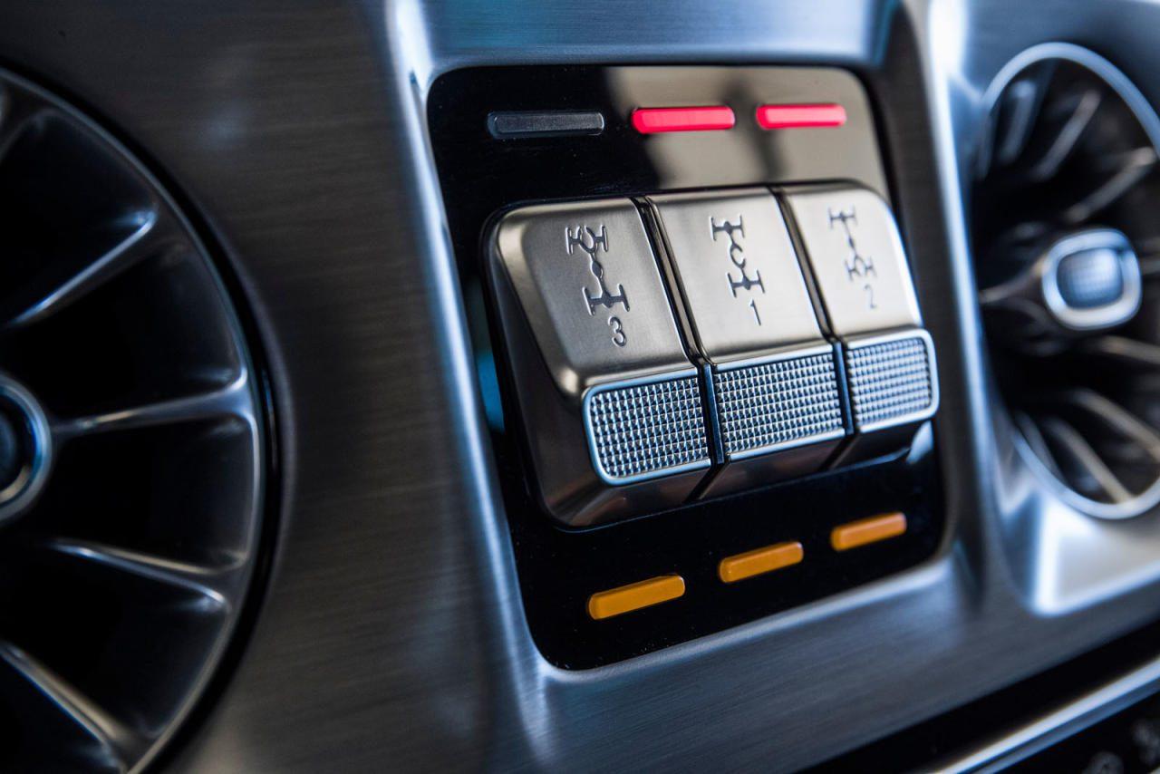 Die drei Schalter für die Differenzialsperren waren ebenfalls unverrückbares Kulturerbe – jetzt wird das Antriebsmoment elektronisch verwaltet und optimiert.