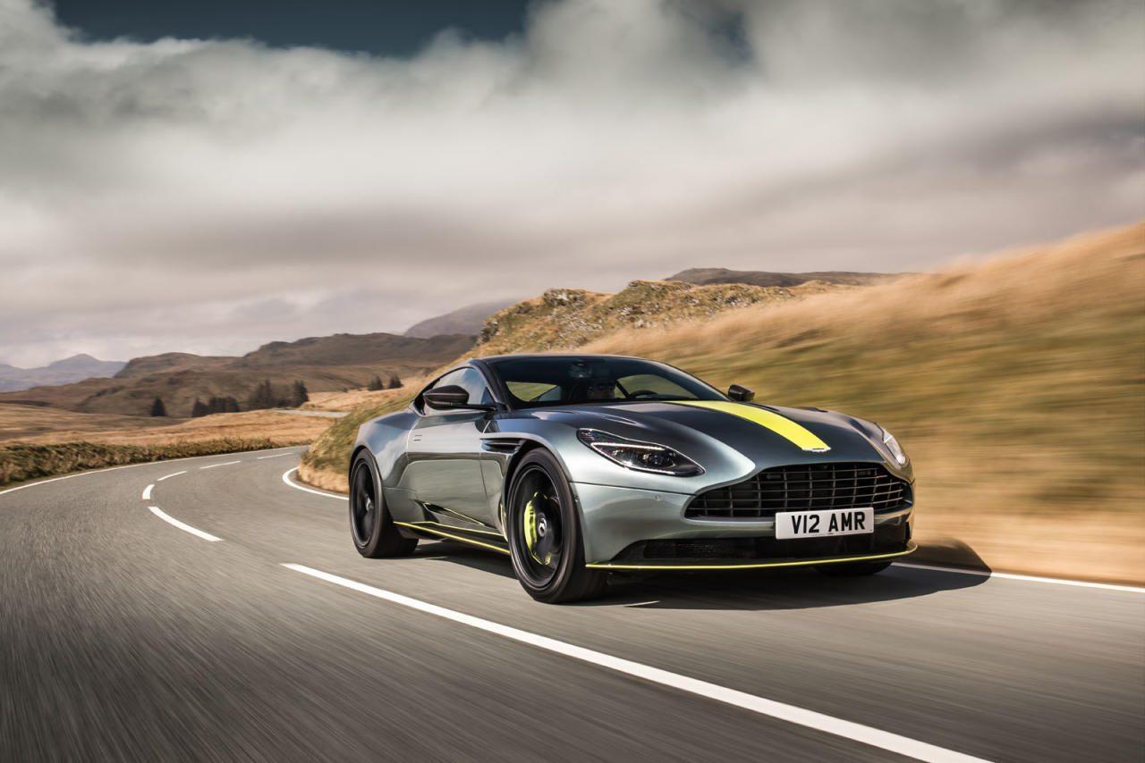 Die Zwölfer-Wette bei  Aston Martin stimmt wieder:  Das feingetunte Gesamtkunstwerk  V12 hört nun auf den Namen AMR und  zieht auch in Sachen Handling, Response und Agilität mit  dem verheerend guten V8 gleich. Die gelben Kampf-Streifen  müssen nicht sein, es ist auch ein diskreter Look im Angebot.