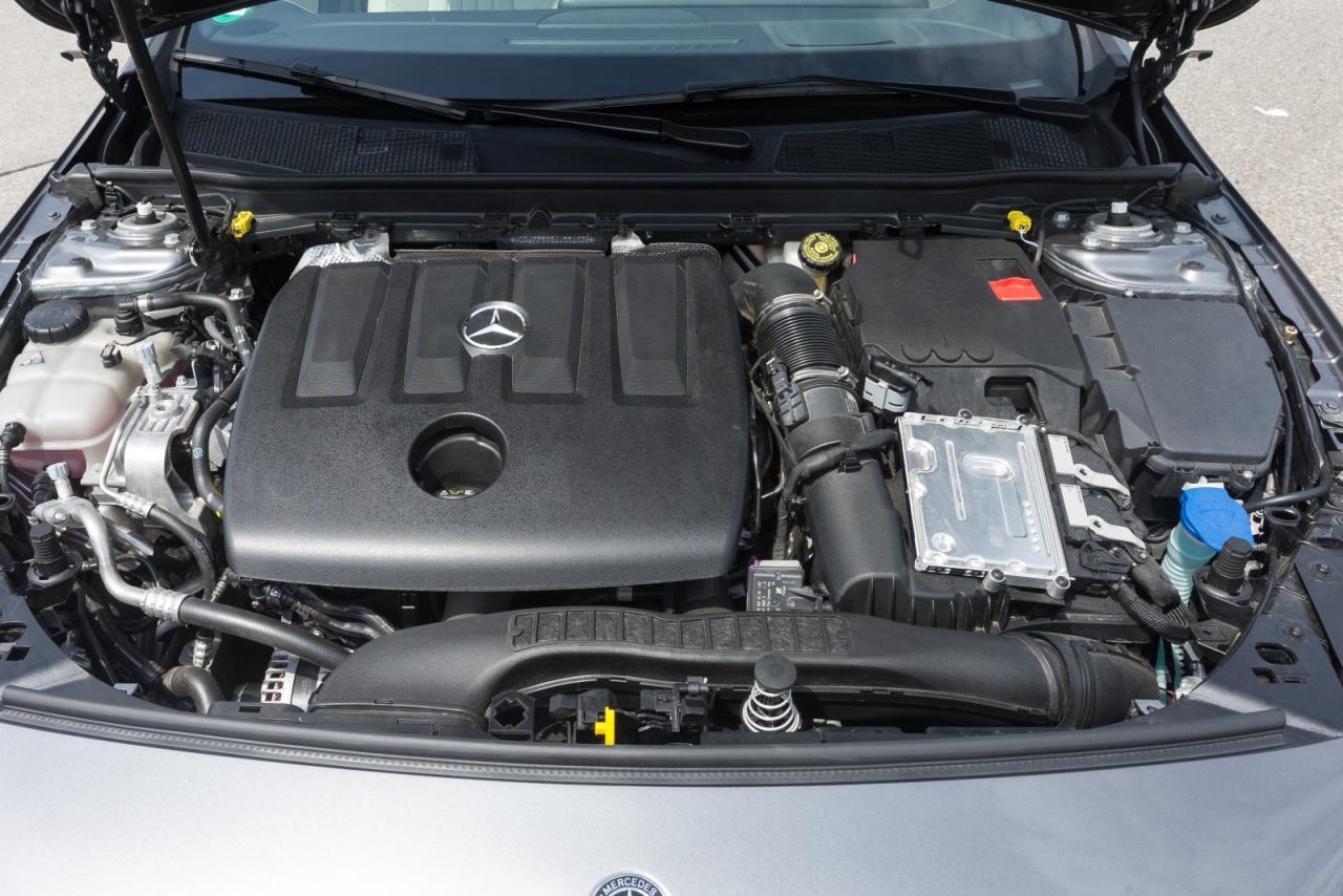 Streitfall Dieselmotor: Der von Renault stammende 1500er mit 116 PS arbeitet in der A-Klasse leiser und vibrationsärmer als in allen Méganes, Scénics und Dacias, bei Mercedes ist er nur mit Doppelkupplungsgetriebe erhältlich.