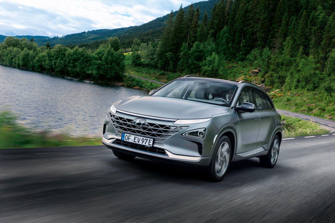 Genauso modern, wie er aussieht: Teilautonomes Fahren, viele aerodynamische Kniffe und vor allem der Wasserstoff-Antrieb machen den Nexo zum Vorreiter mit Straßenzulassung.