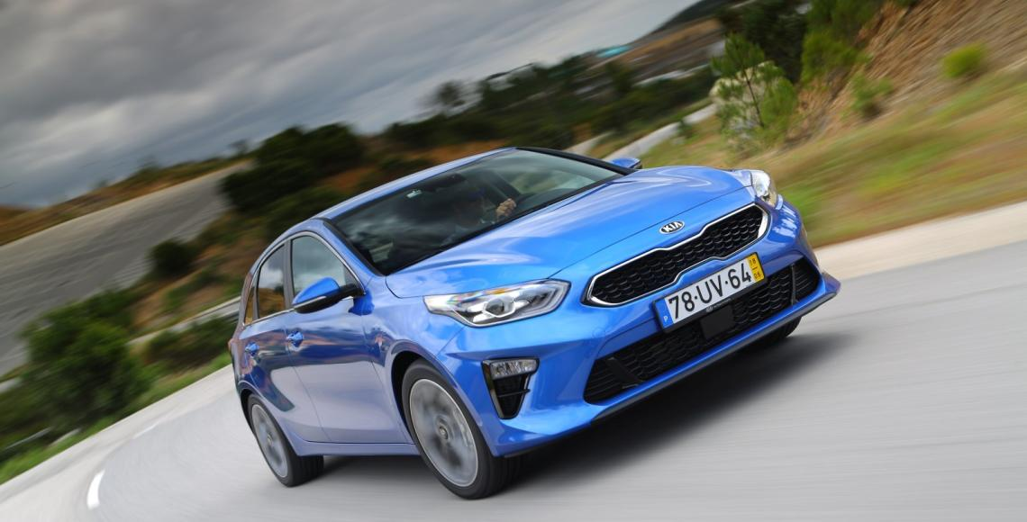 Kia Ceed 1.6 CRDi 6MT transmission 136hp Blue Flame 12