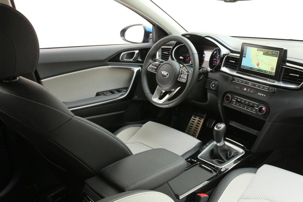 Gewohnt aufgeräumtes und übersichtliches Cockpit, dazu tadellose Verarbeitung und praktische Direktwahl-Tasten gleich unter dem Touchscreen.
