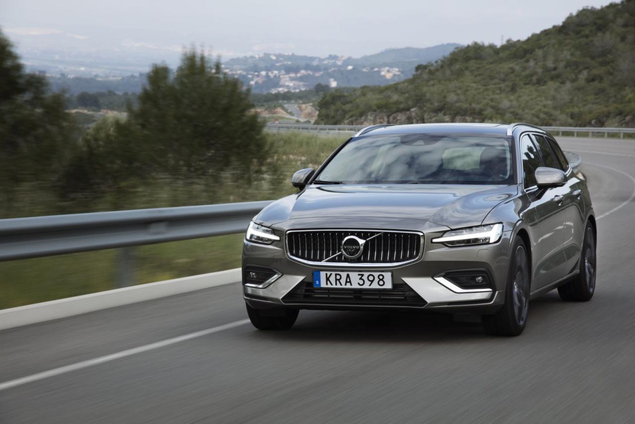 Volvo V60: neu aufgelegt und dimensioniert – markentypisch nur mehr mit aufgeladenen Vierzylindern zu haben.