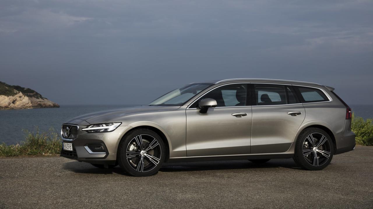 Der neue V60 ist 17,5 Zentimeter kürzer als Blattform-Bruder V90, bietet aber nur 31 Liter weniger Basis- Kofferraum.