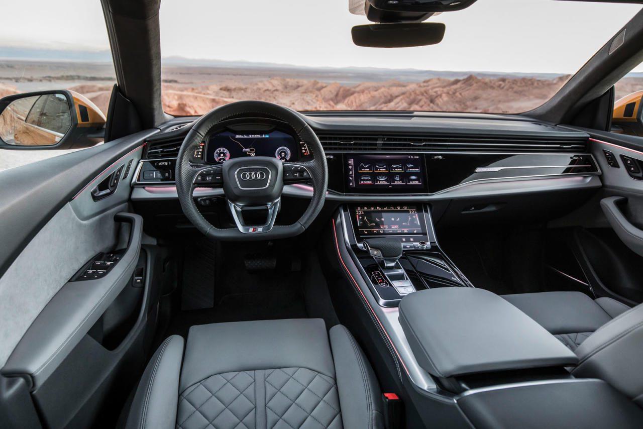 Das Cockpit übernimmt die sophistische Bedieneinheit mit zwei Touchscreens vom A8 bzw. A7.