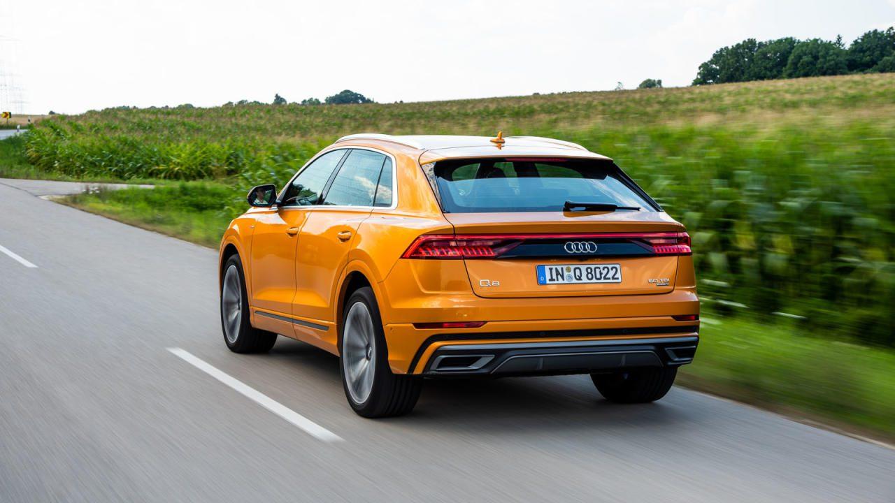 Unterm Kleid des Q8 schlummert die Technik des Q7, Audis SUV-Coupé wirkt aber wesentlich schlanker – der Designer erkennt in der C-Säule Anleihen am seligen Sport Quattro.