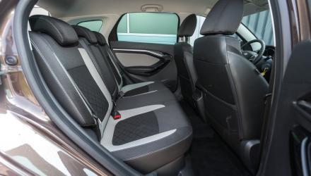 Mehr Bein- und Kopfraum als in der Limousine: Der Lada Vesta SW Cross bietet im Fond ordentlich Platz.