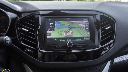 Gut positionierter Touchscreen mit verbesserungswürdiger Navi-Software.