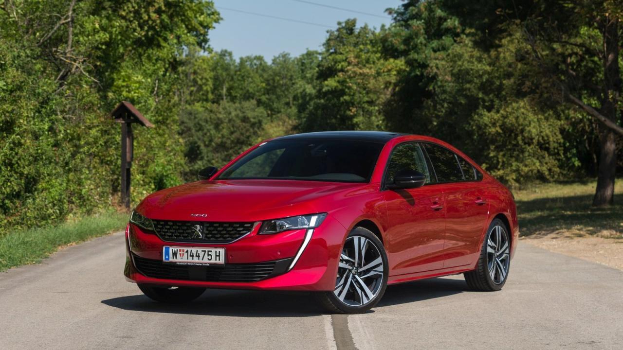 Peugeot setzt zwar selbst auf den SUV-Boom, hat aber auch ein Gegengift bereit: Die 508 Limousine bietet unprahlerisches, elegant-dynamisches Design und sportliche Handling-Qualitäten.