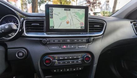 Wichtige Funktionen sind  mit eigenen Tasten übersichtlich abrufbar. Optimal im Sichtfeld  platzierter Touchscreen mit perfekt logischer Menüführung.