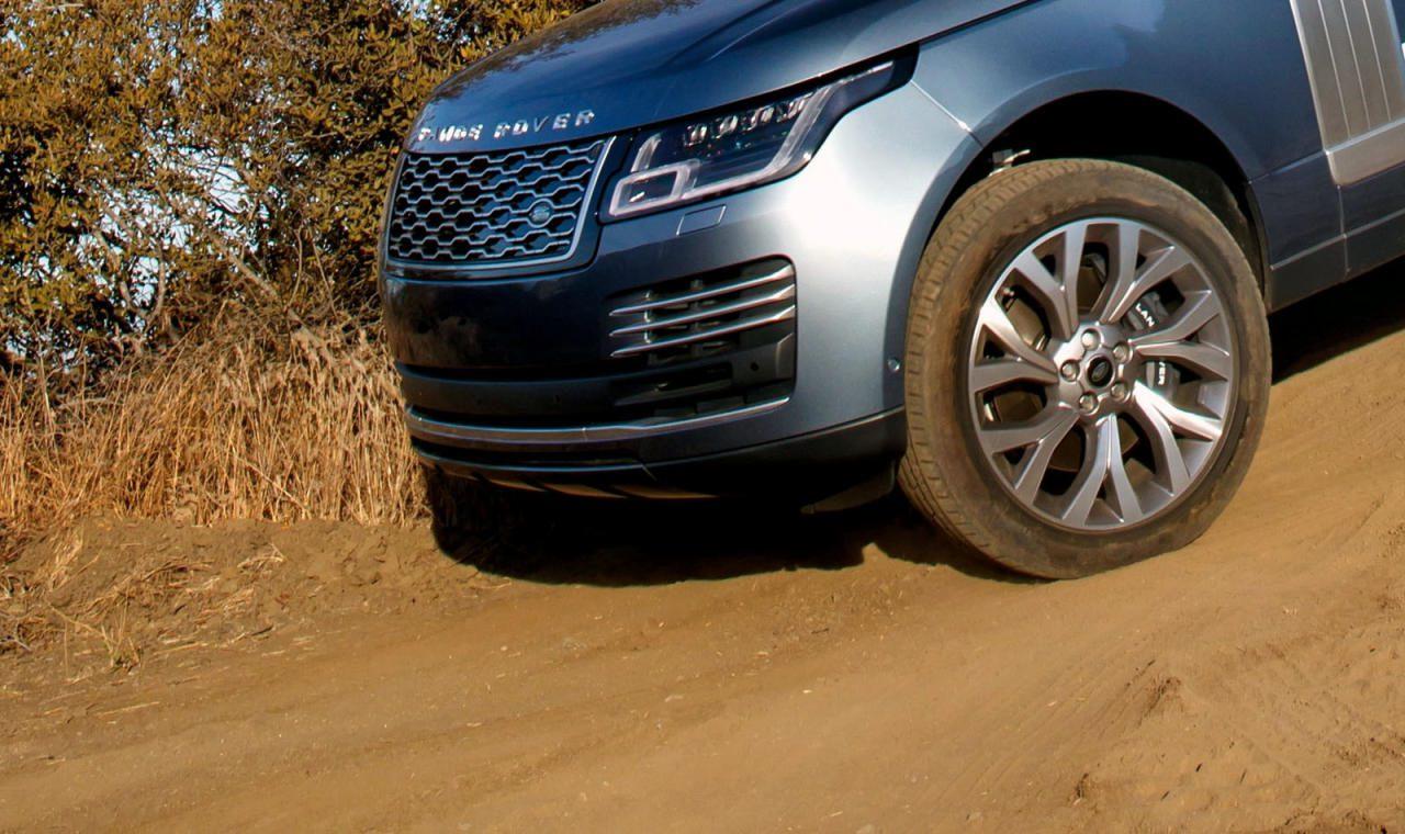 On- oder Offroad? Wer regelmäßig im Gelände unterwegs ist und dabei auch anspruchsvollere Passagen zu meistern hat, wird mit All-  Terrain-Reifen besser bedient sein als mit Street Terrain-Modellen.